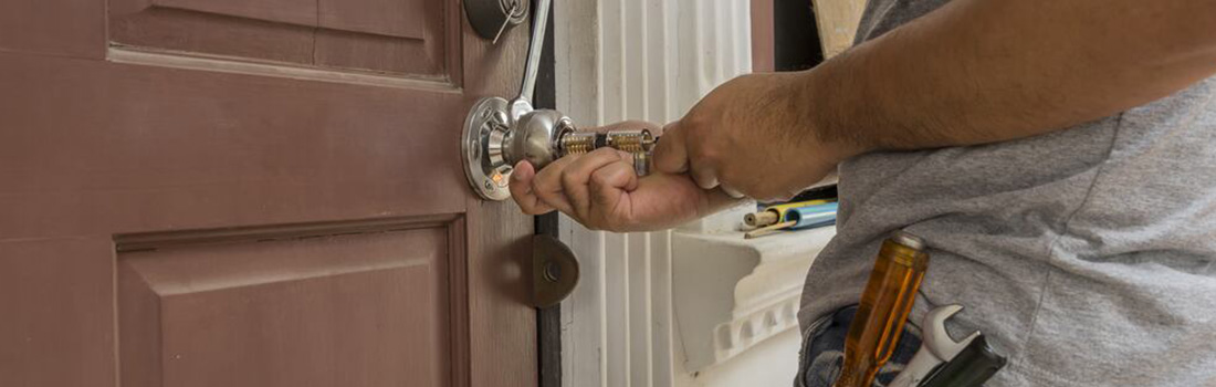https://www.res-qlocksmiths.com.au/wp-content/uploads/2019/12/locked-out-1.jpg