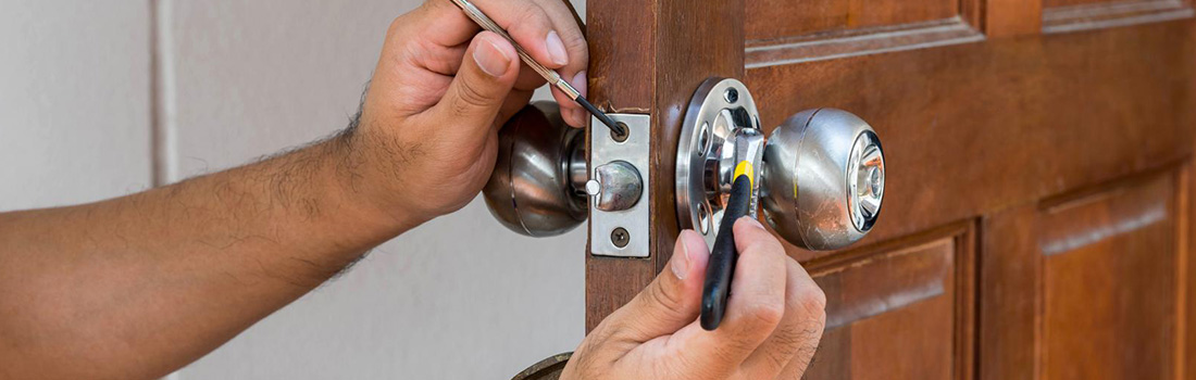 https://www.res-qlocksmiths.com.au/wp-content/uploads/2019/12/locked-out-2.jpg