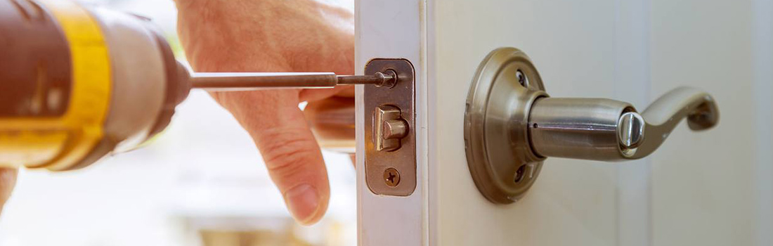 https://www.res-qlocksmiths.com.au/wp-content/uploads/2019/12/mobile-locksmith-3.jpg